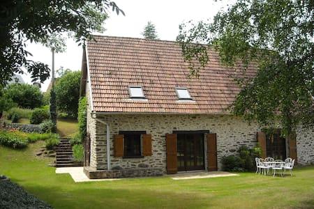 Gite calme et confortable vallée de la Dordogne - Soursac