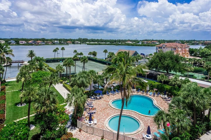 Just Renovated! Harbor Towers Yacht & Racquet Club - Siesta Key