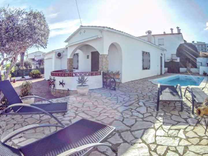 Villa Cami: TERRACE, SWIMMING POOL, WIFI, AIR CONDITIONING 6 PEOPLE