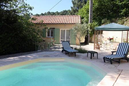 Maison de vacances cosy avec terrasse aux Salles-du-Gardon