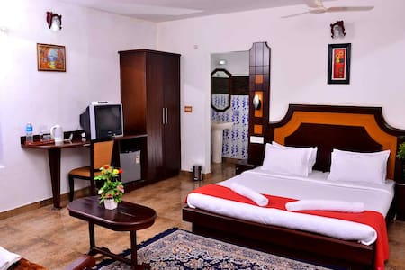Honeymoon Suite - Panoramic Views of Lush Greenery - Kumily - Heritage hotel (Hindistan)