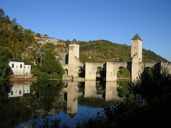 T2 avec terrasse refait à neuf centre ville Cahors