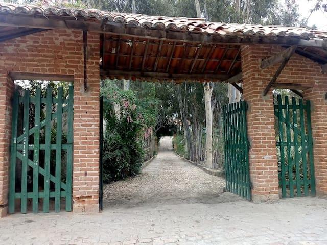 Palmeiras -Casa de Cavalcanti  Suíte Casal/varanda