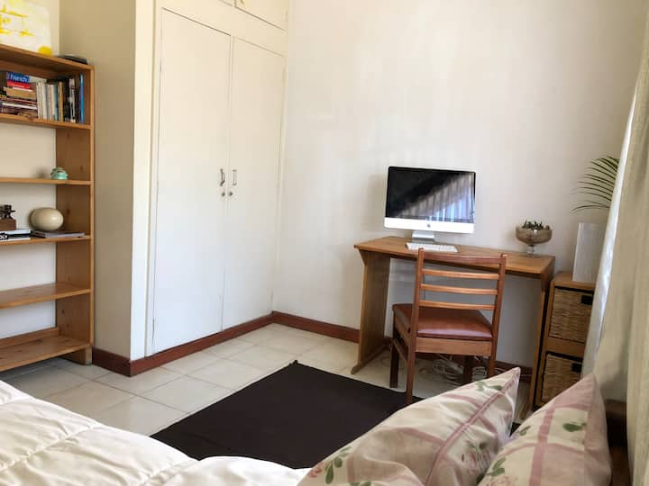 Creative renting out private room in Parklands
