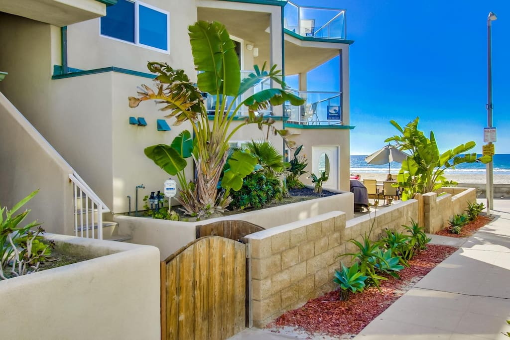 Entry on Rockaway Court in Mission Beach
