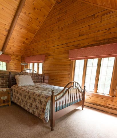 Master bedroom addition with vaulted ceilings, windows to woods, plenty of dresser space.
