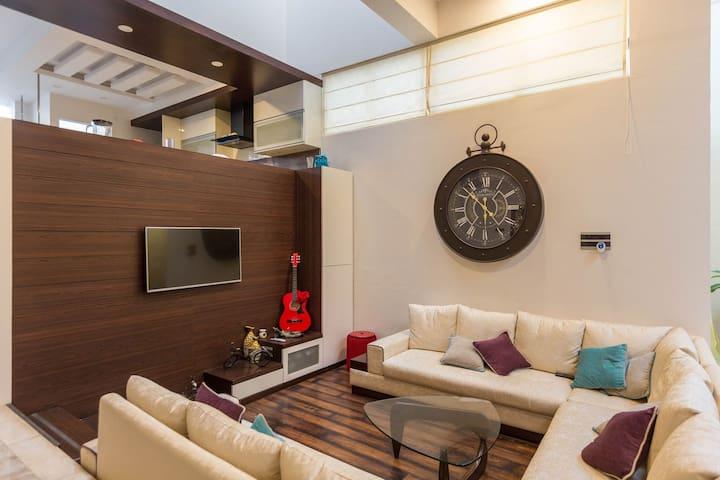 Duplex + Work Station and Private Deck in Villa - Bengaluru - Huvila