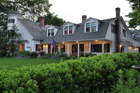 StoneThrow Cottage Bed & Breakfast - Bar Harbor