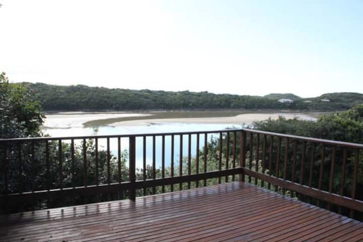 Waterdown: River & Sea Views from Beach House