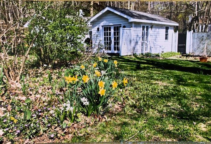 Sweet Village Cottage, garden views, private patio