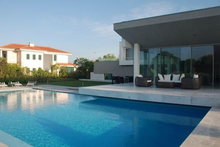 wonderful villa in a golf course - Vila Nova de Santo Estevão - 一軒家
