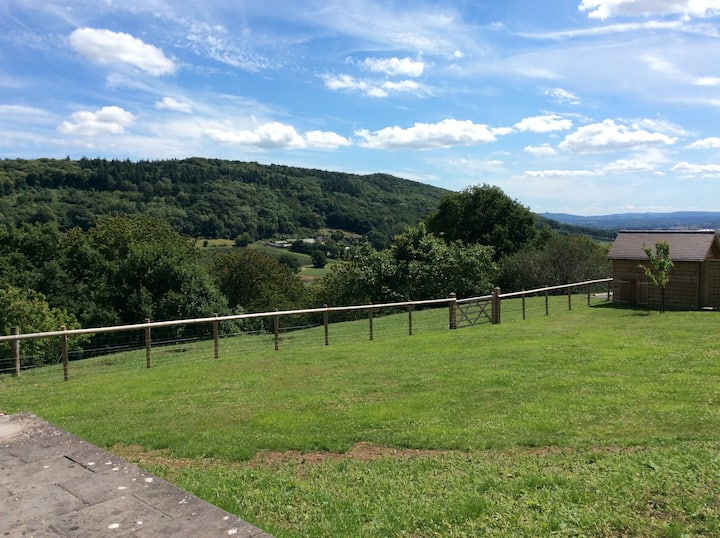 Woodcutters Barn for 2, beautiful view, Ledbury