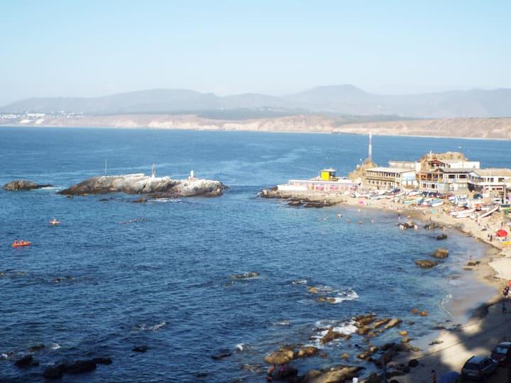 Oceanview Beachfront, Sleeps 10, 3 Bdrm, 1.5 Bthrm