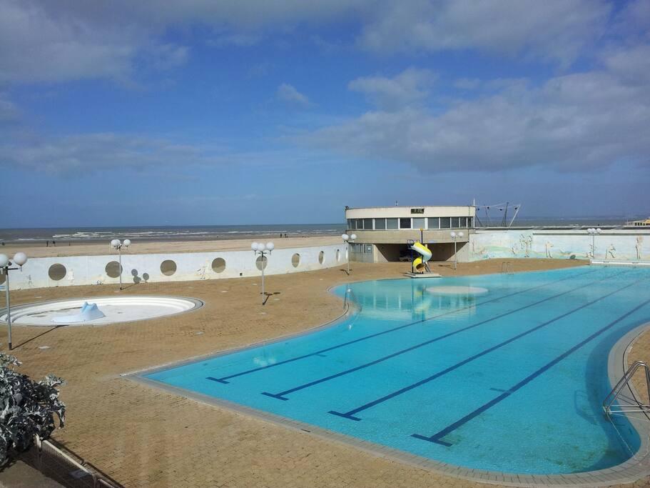 piscine exterieure et interieure de Trouville