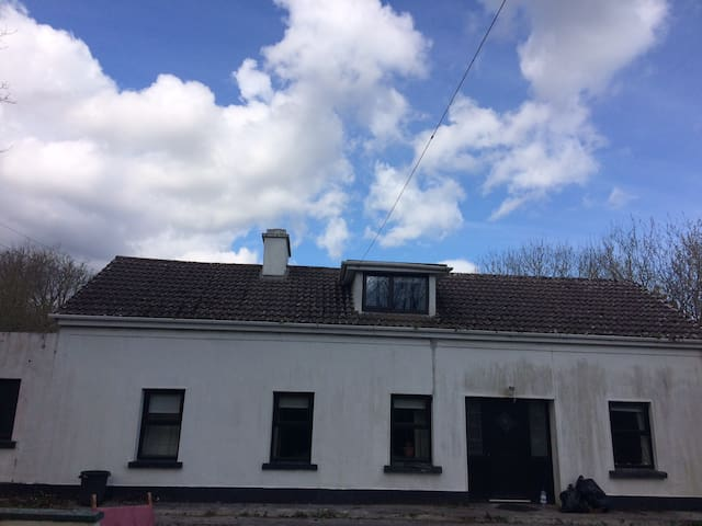 4 bed house - 6 mins from Corrofin - Corofin