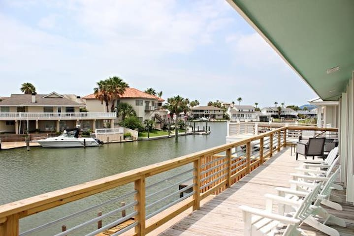 George's Landing - Key Allegro Canal Home