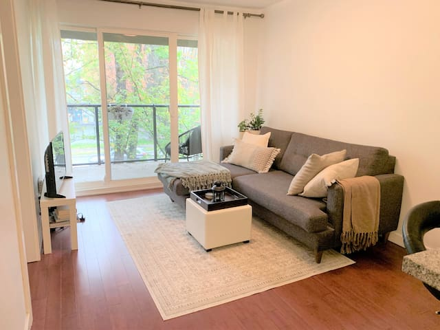 Comfortable 1 BDR Apt on The Drive- close to DT