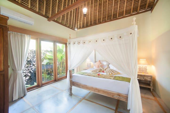 Bale Suite (2BR) first bedroom