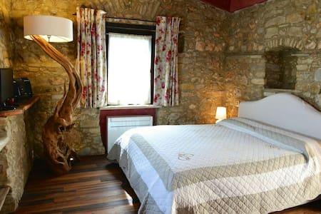 Camera in pietra - vista mare - Camporosso