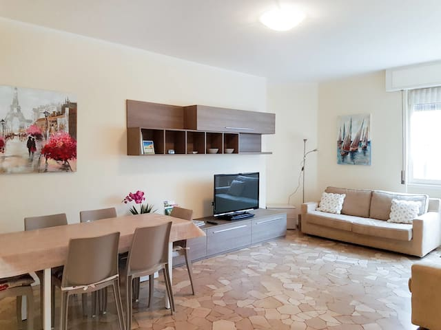 Apartment with modern and bright decor, balcony with great views