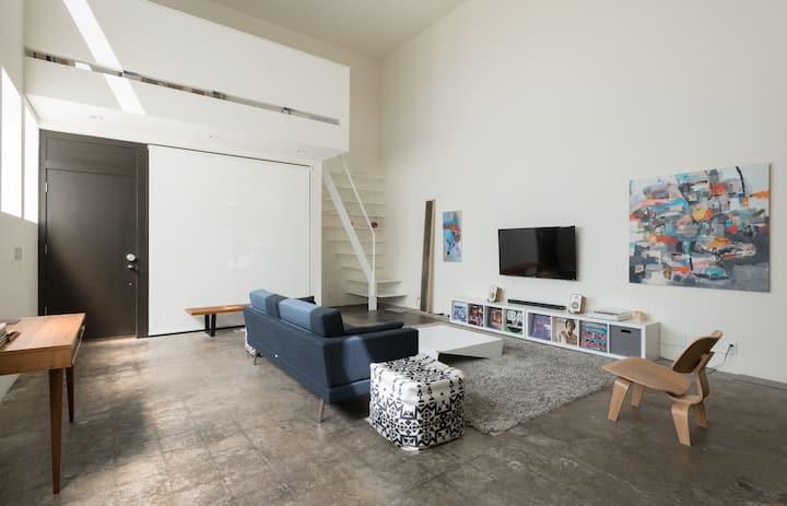 williams5pdx modern loft / local artist gallery