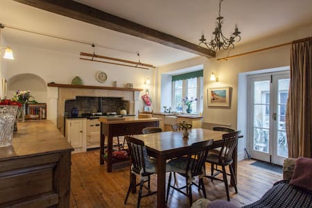 Extraordinary 15th century home near Bath - Colerne