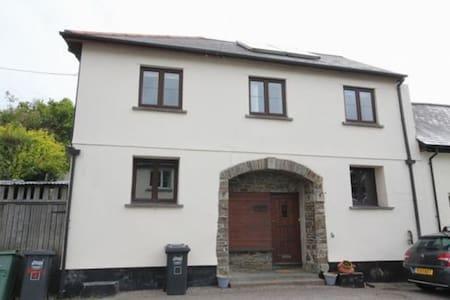 Spacious family house rural Devon - Chulmleigh
