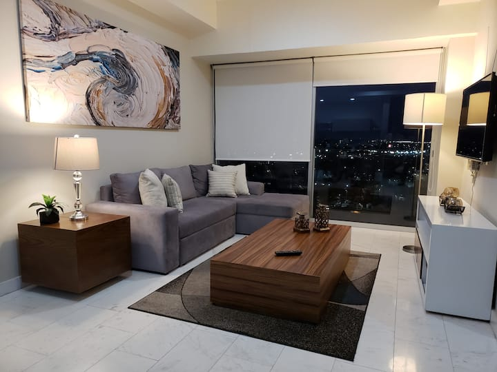 Amazing View+Great Location+Luxury+2BR Apartment!!