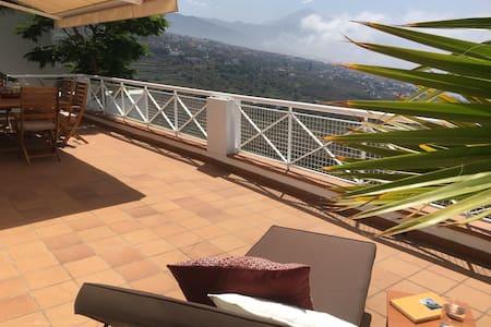 La Terraza- con vistas increibles al mar y Teide