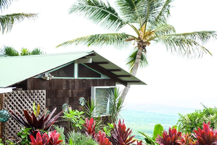 Kealakekua Bay Cottage With A View! - Captain Cook - Houten huisje