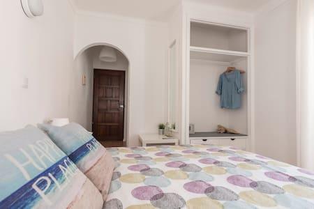 Room | Balcony with VillageView | Private bathroom - Marinha Grande - Bed & Breakfast