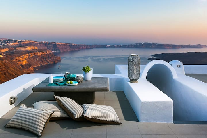 Sitting area and table, rooftop..