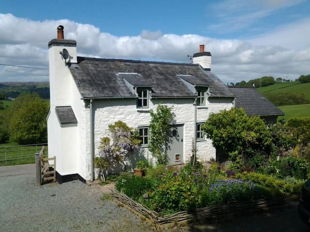 Peace & Quiet in Country Cottage near Hay on Wye - Crickadarn