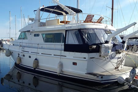 Séjour sur un yacht dans la cabine MARIN - Gruissan