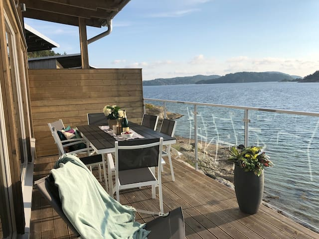 Unique apartment, terrace and direct sea location!