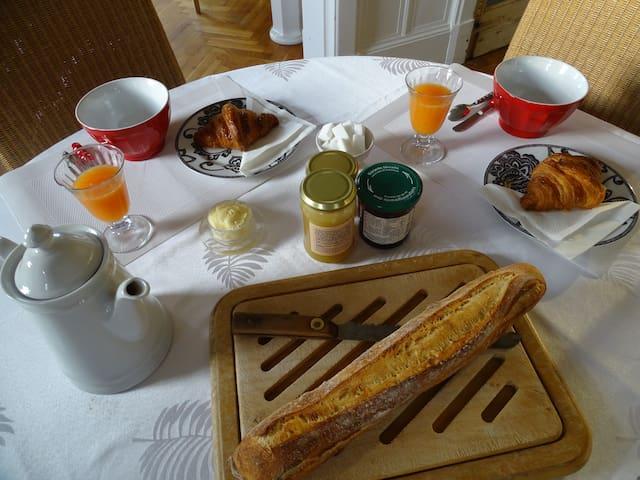 1 Chambre dans maison anglo-normande + petit déj