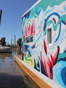 The Red Hummingbird (Floating House) - San Fernando - Dům