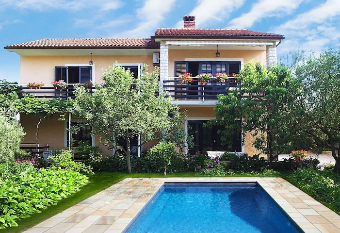 Villa for 14 + 2 persons with new pool 9x4m