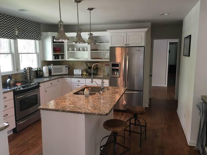 Carolina Get-Away: 3BR/2.5BA luxury home w/pool!