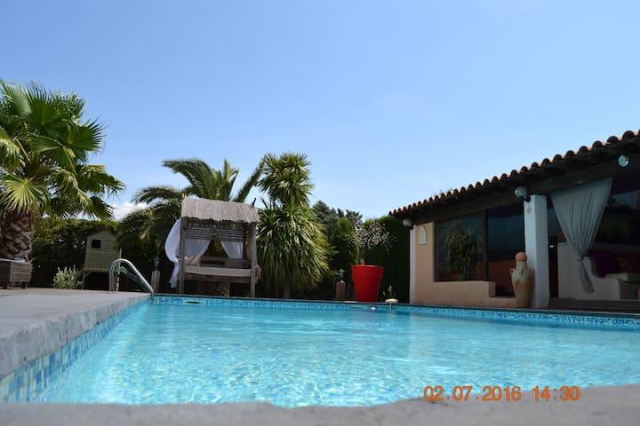 Belle villa dans les vignes avec piscine. - Cuxac-d'Aude - Huis