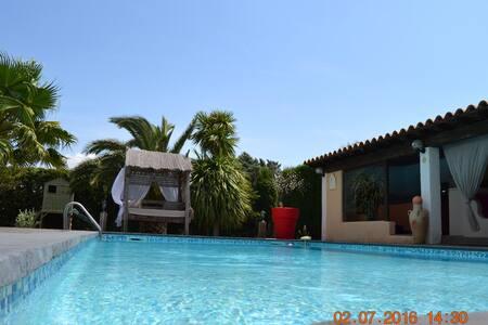 Belle villa dans les vignes avec piscine. - Cuxac-d'Aude