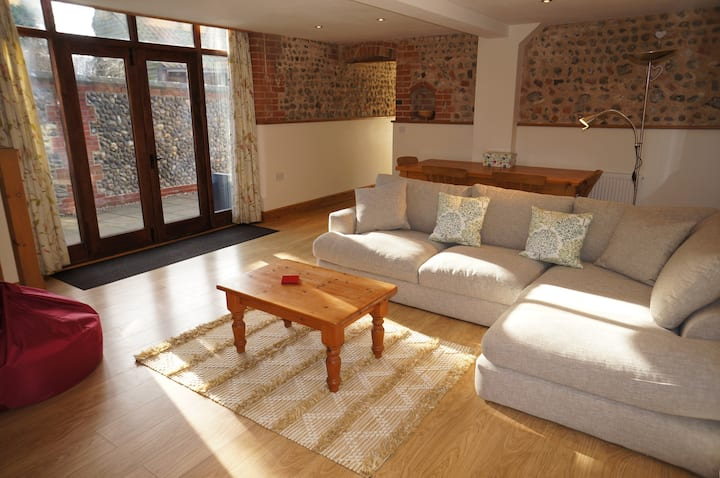 Tractor House - Manor Farm Cottages, north Norfolk