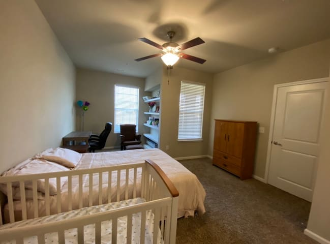 Entire Apt- Two bedroom - Two Bath - Short Stay