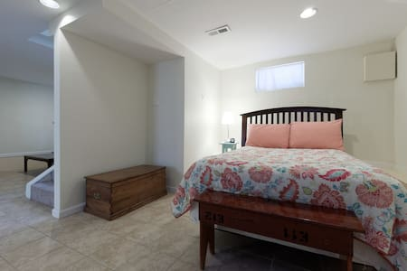 Easy access to downtown DC and UMD - Apartment