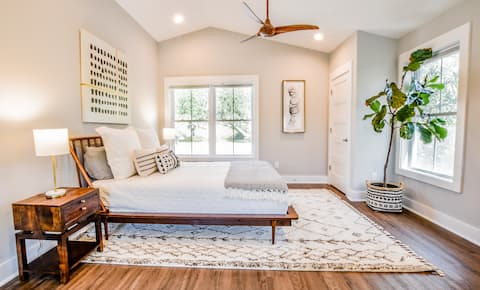 Private Marshfront Studio Nestled Among Grand Oaks