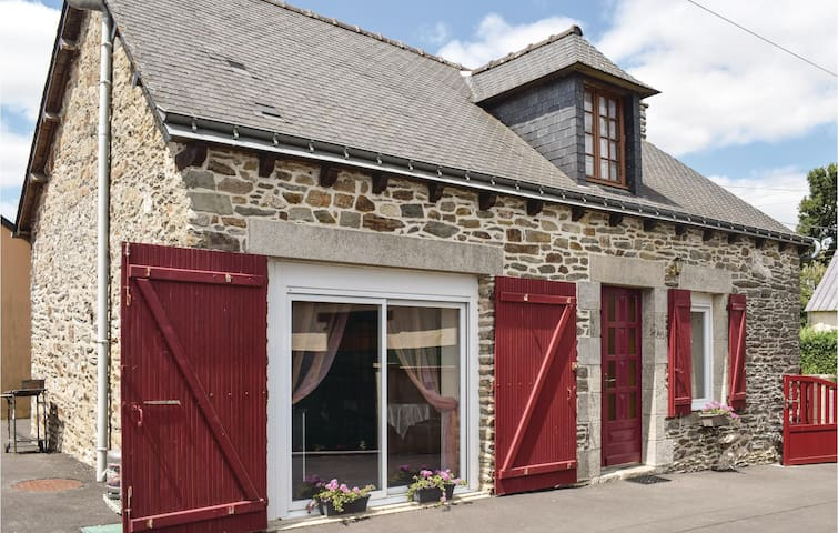 Holiday cottage with 2 bedrooms on 90m² in Le Cambout