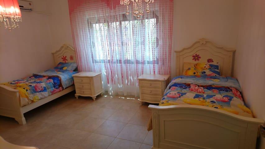 غرفة نوم مكونة من عدد 2 أسرة - Bedrooms - 2 Beds