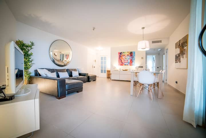 Playa D'En Bossa - 3 bedrooms - 6 Guests