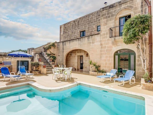 Dar ta' Betta, Gharb - Għarb Gozo - Rumah