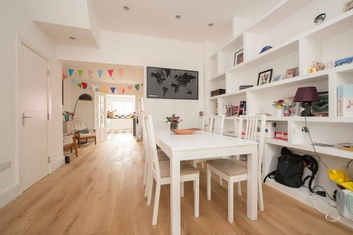 Lovely Room in Beautiful House - London - House